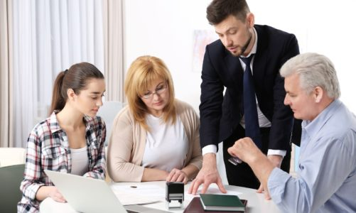 Things To Consider While Choosing A Family Lawyer for Your Case