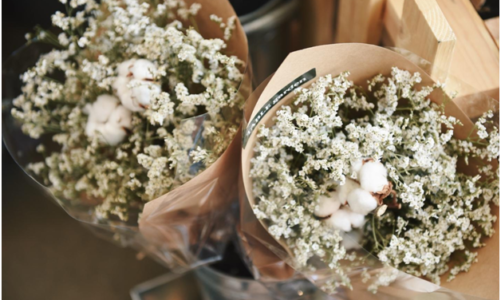 How to arrange a bridal bouquet with baby breath?